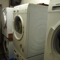 Waschmaschinen und Trockner vorhanden!